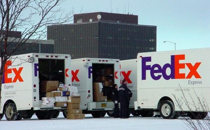 FedEx_Trucks_Alaska-700x433