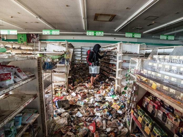 man-sneaks-into-fukushima-exlusion-zone-today-14-696x522